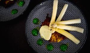 Asperges d'Alsace, grumbeerekiechele, mayonnaise allégée au céleri bio et à l'ail des ours