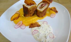 Cordon bleu au Beaufort, sauce yaourt aux fines herbes et piment d'Espelette, purée de patates douces