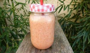 Milk-shake fraises banane et aloe vera