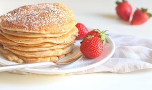 Pancakes healthy aux pommes sans oeufs et sans lait