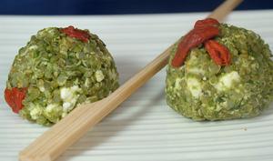 Boulettes de quinoa, épinards, feta et baies de goji