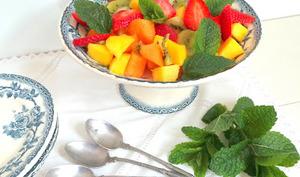 Salade de mangues, kiwis, fraises et melon à la menthe