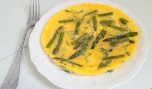 Petites omelettes aux asperges, parmesan et à l'aneth