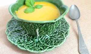 Soupe carottes, céleri branche, pommes de terre et basilic