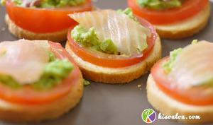 Toast au saumon fumé tomate avocat