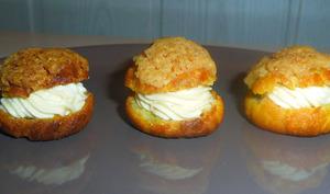 Petits choux craquelins fourrés à la crème mascarpone au caramel beurre salé