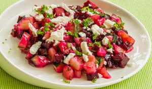 Salade de pomme de terre, courgettes, betteraves et fêta