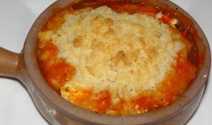 Crumble à la tomate, chèvre et parmesan