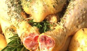 Poulet rôti au romarin et à l'origan