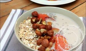 Muesli aux graines de chia et lait de noisette