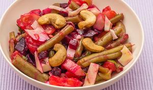 Salade de tomates, betteraves rouges, concombre et haricots verts