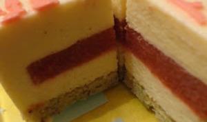 Bavarois à la vanille, insert fraise et rhubarbe