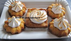 Petites fleurs sablées au caramel meringué