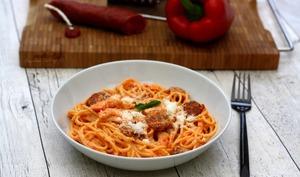 Spaghetti à la crème de poivron, chorizo et crevettes