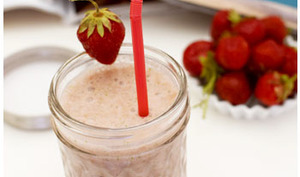 Smoothie fraise coco banane et coriandre