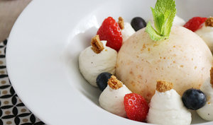 Dôme glacé aux Abricots, crème chantilly et ses fruits d'été