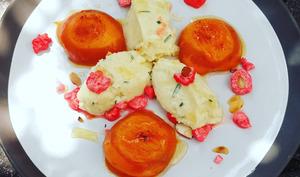 Abricots à la plancha, mascarpone au romarin et pralines