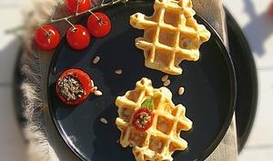 Gaufre courgette, parmesan et tomate farcie au pesto