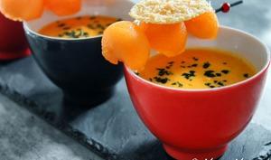 Soupe froide de tomates, lait de coco et curry