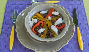 Salade tiède de lentilles aux poivrons et à l'œuf poché
