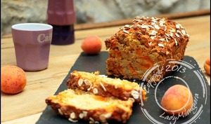 Cake healthy aux abricots et flocons de céréales