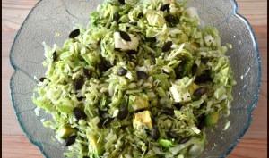 Salade fraîcheur de chou blanc, avocat, feta et aux graines de courge