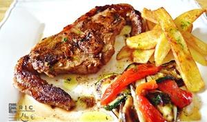 Plancha côte d'agneau double épicée légumes grillés et sauce verte