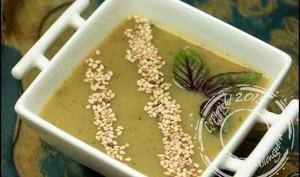Soupe glacée aux courgettes, artichaut et basilic