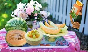 Melons au vin parfumés à l'orange, cannelle et à la menthe