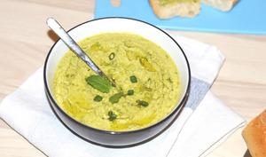 Houmous vert aux petits pois pour une tartine fraîcheur