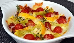Courgettes rondes et tomates cerise rôties au jambon cru et à la mozzarella