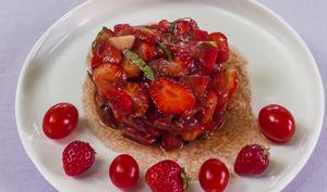 Salade de tomates aux fraises et balsamique