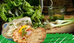 Salade de pommes de terre, saumon, oeufs de lump en coque de pain nordique