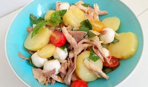 Salade de pommes de terre au poulet rôti et basilic