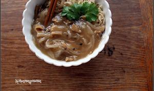 Seitan aux oignons et nouilles chinoises