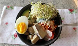 Bol du bouddha quinoa et tofu fumé