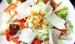 Salade de pâtes sans gluten sauce crémeuse à l'avocat