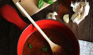 Sauce tomate, aubergines et poivrons grillés