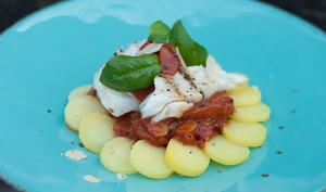 Tomates confites aux amandes et dos de cabillaud