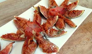 Etoiles de figues rôties au roquefort et jambon cru
