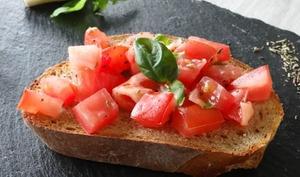 Bruschetta tomates, ail, basilic