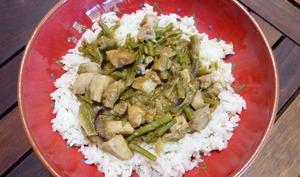 Wok thaï de poulet aux haricots verts