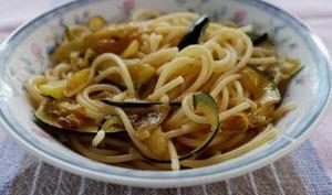 Spaghettis aux courgettes et à l'ail