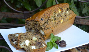 Cake aux olives, basilic et fêta