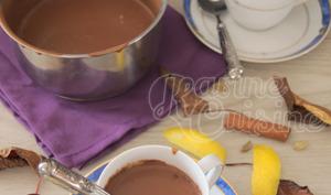 Le chocolat chaud à l'amande et aux épices