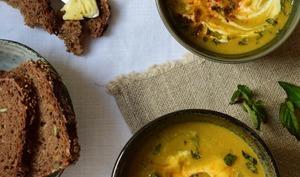 Soupe de lentilles corail, menthe fraîche et yaourt de brebis