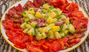 Salade de pommes de terre, tomates et jambonneau