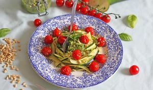 Tagliatelles de courgettes aux pesto & tomates rôties