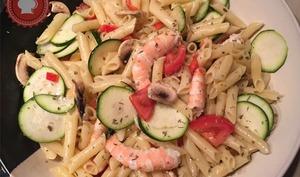 Salade de pâtes aux crevettes du placard
