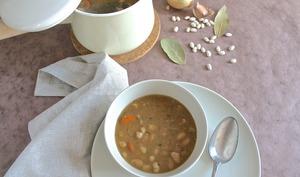 Fabada asturiana, soupe espagnole de haricots blancs et épices
